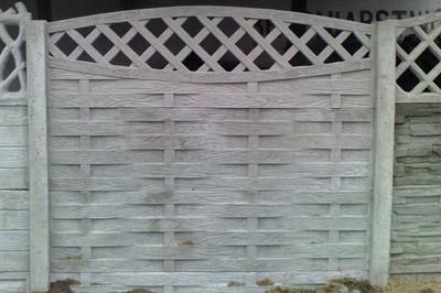 betonový plot vzor rákos