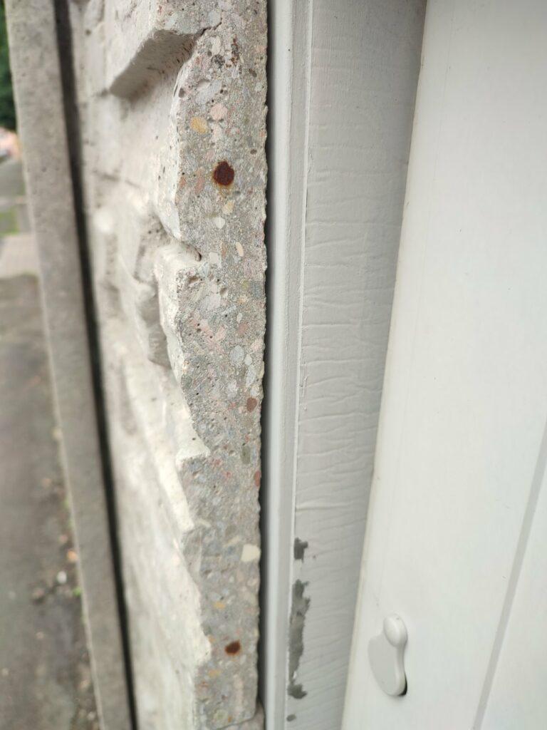 Řez dílcem betonového plotu
